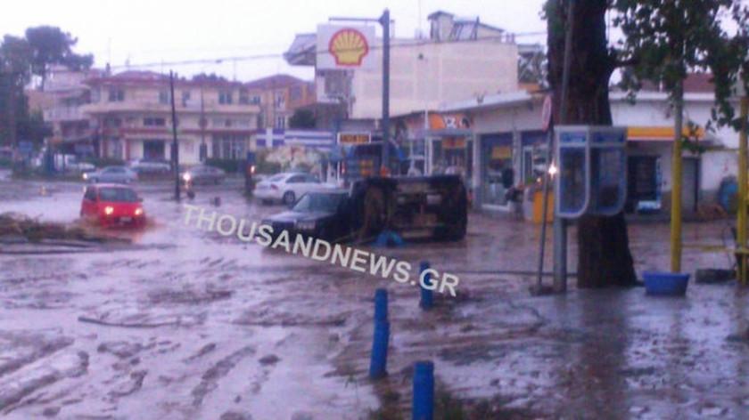 EKTAKTO - Κακοκαιρία: Αγνοείται γυναίκα οδηγός στη Θεσσαλονίκη – «Πνίγηκε» η πόλη από τη θεομηνία (p