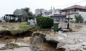 Φονική κακοκαιρία: Τέσσερις νεκροί από τη θεομηνία που σάρωσε τη χώρα - Αγνοείται οδηγός
