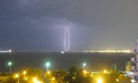 Θεσσαλονίκη: 15.000 κεραυνοί σε ένα 24ωρο!