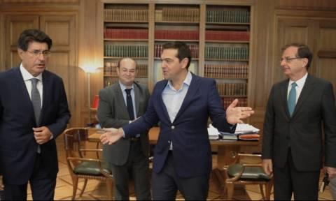 Τι συζήτησε ο πρωθυπουργός με Φέσσα και Χατζηθεοδοσίου ενόψει ΔΕΘ
