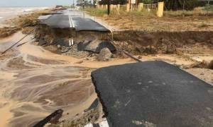 Κακοκαιρία - Νέα Μηχανιώνα: Χείμαρροι έκοψαν στα δυο επαρχιακή οδό