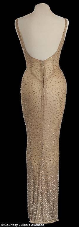 Στο «σφυρί» το θρυλικό φόρεμα που φόρεσε η Μονρόε για τον Κένεντι (pics+vid)