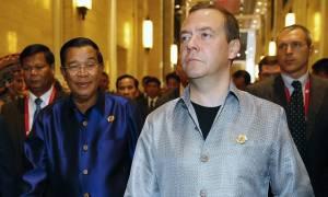 """Медведев пообщался """"на ногах"""" с Обамой на приеме участников саммита ВАС"""