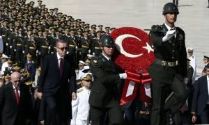 Τουρκία: Συνεχίζει να παίρνει «κεφάλια» ο σουλτάνος Ερντογάν