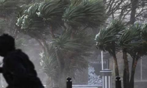 Ισχυροί άνεμοι σαρώνουν και δημιουργούν προβλήματα σε Ηλεία και Αχαΐα (pics&vid)