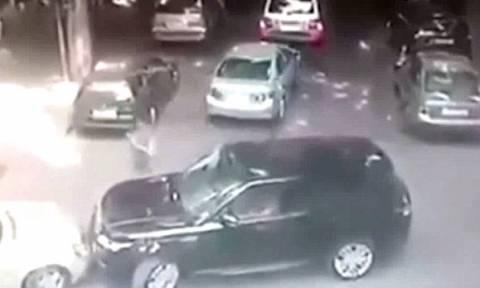 Βίντεο σοκ: Εκτελεστής σκοτώνει εν ψυχρώ αρχηγό της μαφίας μέρα μεσημέρι
