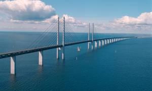 Μοναδικό: Αυτή η γέφυρα μετατρέπεται σε τούνελ και συνδέει τη Δανία με τη Σουηδία (photos)