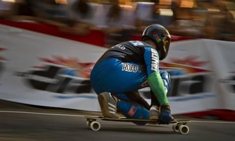Viral video: «Πιτσιρικάς» διέλυσε το παγκόσμιο ρεκόρ ταχύτητας σε skateboard