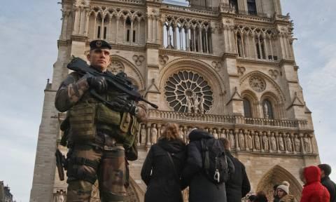 Γαλλία-Ολάντ: Αποτράπηκε νέα τρομοκρατική επίθεση στο Παρίσι και εξαρθρώθηκε πυρήνας του ISIS