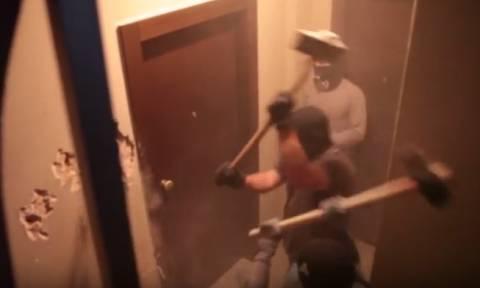 Άγ. Παντελεήμονας: Βίντεο - ντοκουμέντο από το «ντου» αντιεξουσιαστών στα γραφεία ακροδεξιών