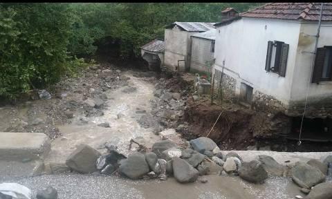 Εικόνες αποκάλυψης στα Τρίκαλα από την κακοκαιρία: Κατολισθήσεις και υπερχειλίσεις ρεμάτων