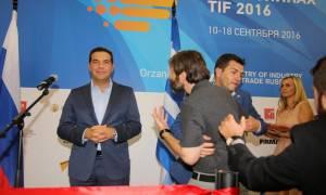 Επεισόδια στη ΔΕΘ 2016: Επίθεση σε Τσίπρα - «Γιατί δεν συνεργάζεσαι με τον Σαμαρά;» (vid)