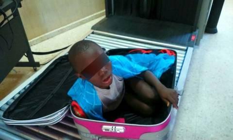 Απίστευτο κι όμως αληθινό: Βουλευτής μετέφερε κρυφά σε βαλίτσα ορφανό από την Αφρική στην Γερμανία
