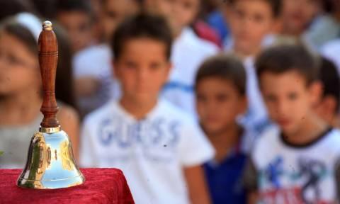 Ανοίγουν τα σχολεία: Σήμερα το πρώτο κουδούνι για χιλιάδες μαθητές