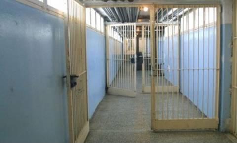 Φωκίδα: Ισοβίτης κρεμάστηκε στο κελί του