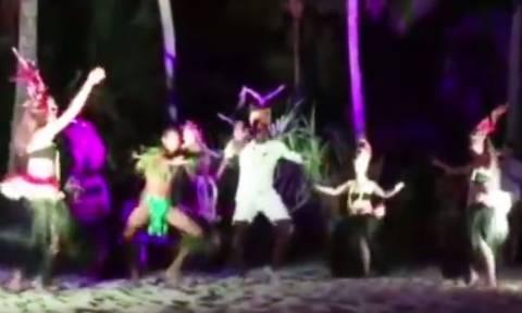 «Τα έσπασε» στα Μπόρα Μπόρα ο Γιουσέιν Μπολτ - Ο χορός του με σέξι χορεύτριες! (vid)