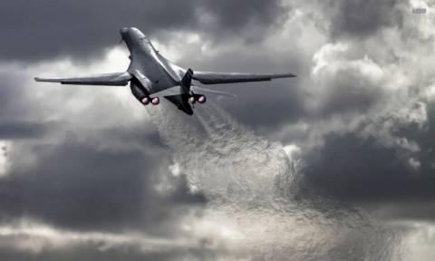 Βομβαρδιστικά των ΗΠΑ πέταξαν πάνω από τη Νότια Κορέα στέλνοντας μήνυμα στον Κιμ Γιονγκ Ουν (Vid)