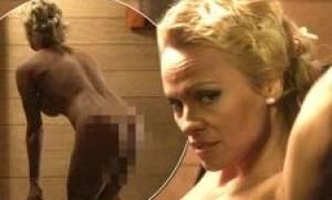 Ακατάλληλες εικόνες: Κυκλοφόρησε νέο βίντεο με την Πάμελα Άντερσον να σκύβει ολόγυμνη και… (video)