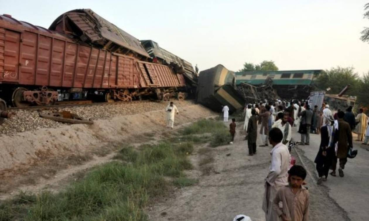 Σφοδρή σύγκρουση τρένων στο Πακιστάν – Τουλάχιστον έξι νεκροί και δεκάδες ταυμαυτίες (Pics)