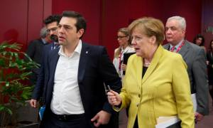 Τηλεφωνική συνομιλία Τσίπρα-Μέρκελ ενόψει Συνόδου στη Μπρατισλάβα