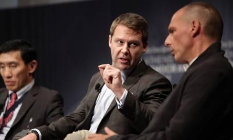 «Μετωπική» σύγκρουση Βαρουφάκη με στέλεχος της Google σε συνέδριο