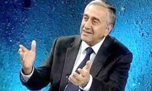 O Ακιντζί υποστηρίζει ότι δρομολογείται πενταμερής διάσκεψη για το Κυπριακό