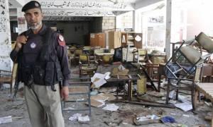 Πακιστάν: Τουλάχιστον 16 νεκροί από επίθεση αυτοκτονίας σε τέμενος την ώρα των προσευχών