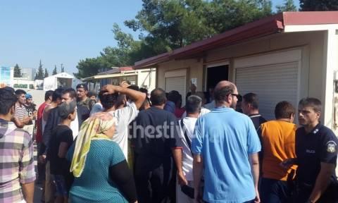 'Ενταση στο κέντρο φιλοξενίας στα Διαβατά κατά την επίσκεψη μελών του ΕΛΚ (vid)