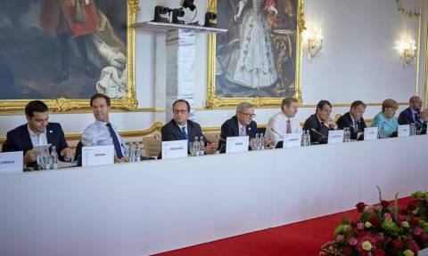 «Κροκοδείλια δάκρυα» και ευχολόγια στη Σύνοδο Κορυφής της Μπρατισλάβας
