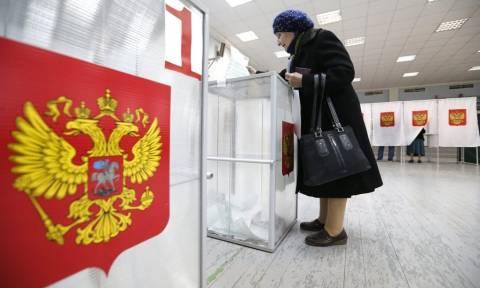Κοινοβουλευτικές εκλογές σήμερα στη Ρωσία – «Ψηφίστε για την πατρίδα» προτρέπει ο Πούτιν (Pics+Vid)
