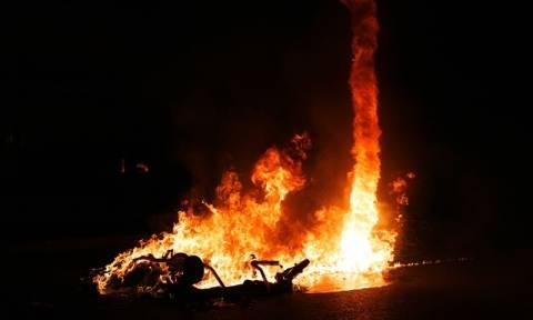 Θεσσαλονίκη: Κουκουλοφόροι και μολότοφ μετά την πορεία στη μνήμη του Παύλου Φύσσα