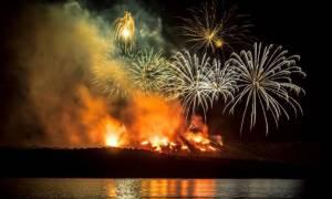 Φαντασμαγορικό θέαμα: Σε «έξαρση» το ηφαίστειο της Σαντορίνης (vid)