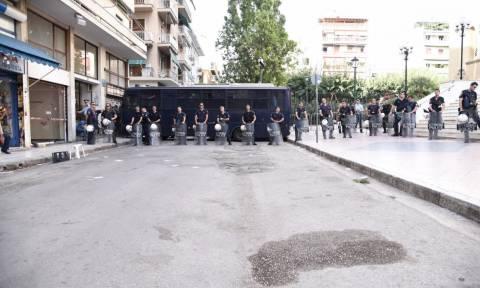 «Αστακός» η πλατεία του Αγίου Παντελεήμονα - Αποκλεισμένοι από ΜΑΤ οι γύρω δρόμοι (pics)