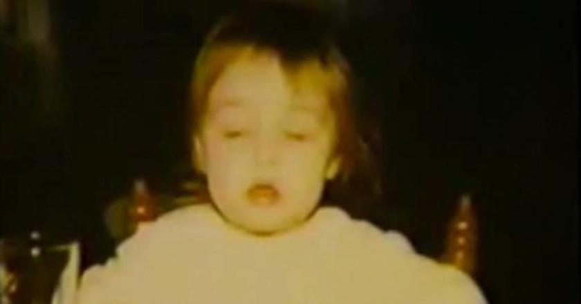 Αυτό το κοριτσάκι έτριβε τα γεννητικά του όργανα μέχρι να ματώσουν. Ο λόγος; Θα σας ανατριχιάσει!