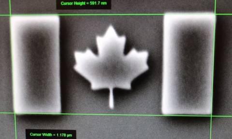 Η μικρότερη σημαία στον κόσμο είναι αόρατη και μόλις κατέκτησε το ρεκόρ Γκίνες (Pic + Vid)