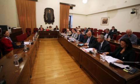 Τηλεοπτικές άδειες - Βουλή: Παππάς και καναλάρχες καλούνται στην Επιτροπή Θεσμών (vid)