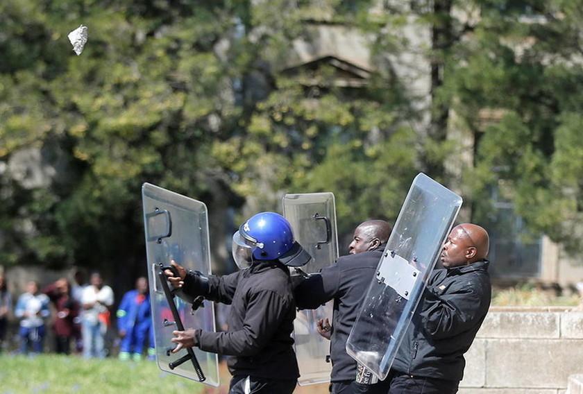 Ν. Αφρική: Τραυματίες σε συγκρούσεις φοιτητών και αστυνομικών με αφορμή την αύξηση των διδάκτρων