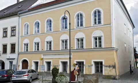 Να κατεδαφιστεί ή όχι; Το δίλημμα των αυστριακών για το σπίτι που γεννήθηκε ο Αδόλφος Χίτλερ