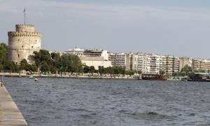 Θεσσαλονίκη: «Τρέξτε να δείτε τι έχει στη θάλασσα!» - Και ξαφνικά όλοι «πάγωσαν» (pic-vid)