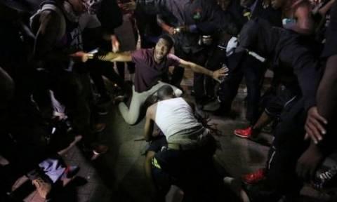 Εκρηκτικό κλίμα στη Β. Καρολίνα: Βίντεο σοκ από τον πυροβολισμό διαδηλωτή