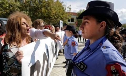 Με νέο νόμο η Αλβανία μετατρέπεται σε «χωματερή» αποβλήτων - Χιλιάδες διαδήλωσαν κατά του νόμου