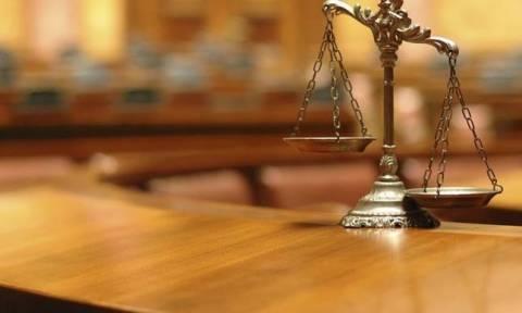 Δικαστές κατά κυβέρνησης για τις μειώσεις των αποδοχών τους
