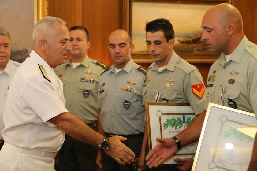 Αυτοί είναι οι ήρωες που έσωσαν τον χειριστή του Απάτσι που κατέπεσε στη Χαλκιδική (pics+vid)