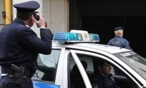 Παραδόθηκε ο 22χρονος που φέρεται να ξυλοκόπησε τον διοικητή της Τροχαίας