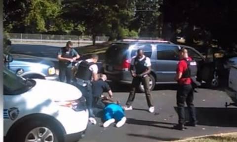 Βίντεο-ντοκουμέντο από τη δολοφονία του Αφροαμερικανού στη Σάρλοτ διαψεύδει τους αστυνομικούς