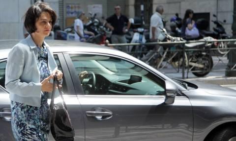 Νέες «βόμβες» από Βελκουλέσκου - Το ΔΝΤ απαιτεί νέες μειώσεις σε συντάξεις και αφορολόγητο