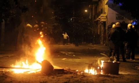 Πεδίο μάχης και πάλι το κέντρο της Αθήνας - Μολότοφ και προσαγωγές