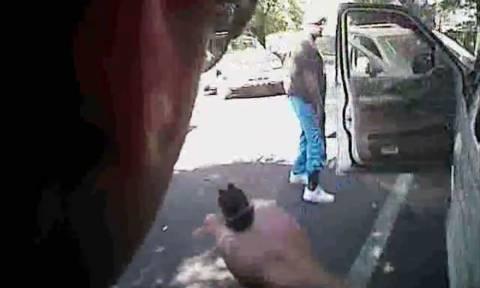 Στη δημοσιότητα νέο βίντεο-ντοκουμέντο από τη δολοφονία Αφροαμερικανού στη Σάρλοτ (ΣΚΛΗΡΕΣ ΕΙΚΟΝΕΣ)