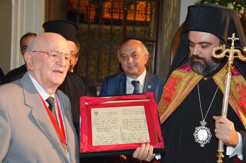 Ιστορικά κειμήλια του Ιερομάρτυρος Χρυσσοστόμου παρέλαβε ο νέος Μητροπολίτης Σμύρνης (pics)