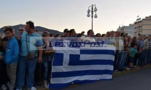 Σείστηκε η Μυτιλήνη με την ανάκρουση του εθνικού ύμνου στην υποστολή της σημαίας (pics+vid)